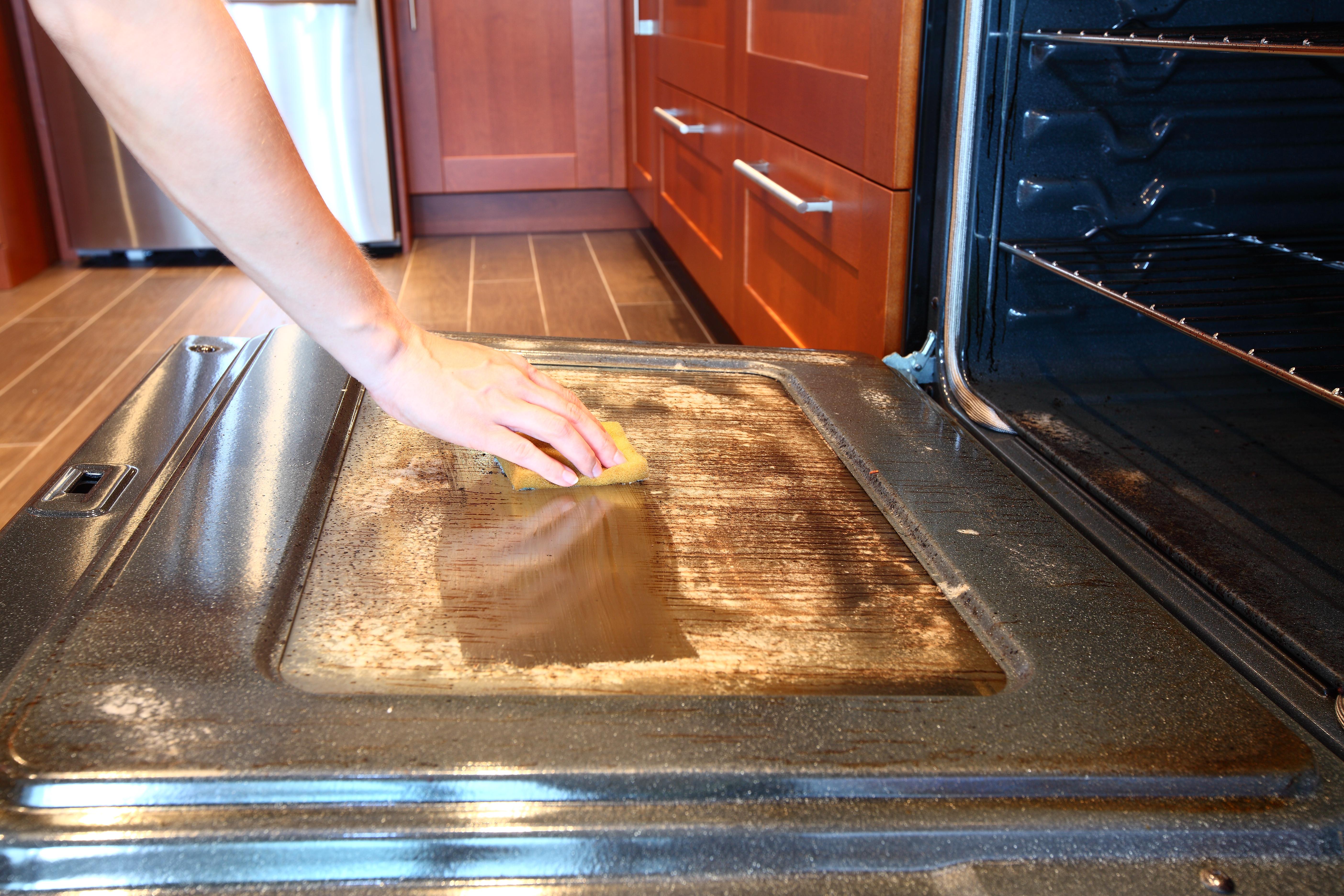 отмыть электрическую духовку, почистить газовую