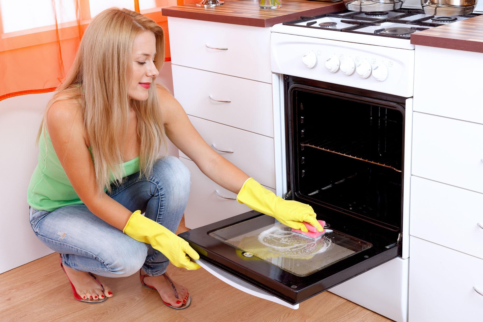 Отмыть старый жир на кухне