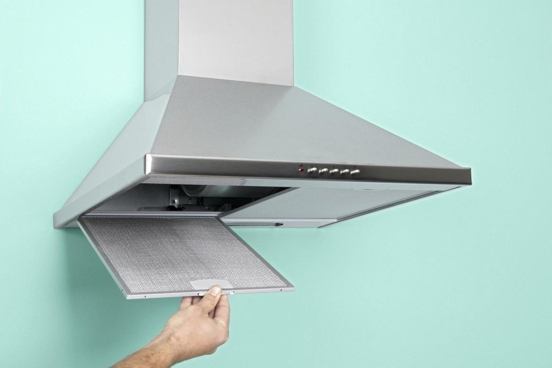 Как помыть вытяжку на кухне от жира